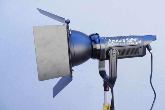 Aputure Light Storm C300D LED Light Basic Kit (300D) 3 of 3