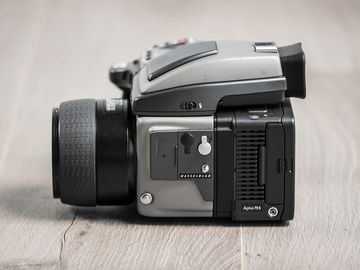 Rent: Leaf Aptus 75S Digital Back, Hasselblad H2, 2 HC Prime Lense