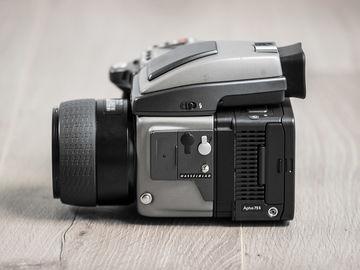 Rent: Leaf Aptus 75S Digital Back, Hasselblad H2, 2 HC Prime Lense