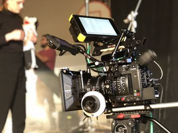 Rent: Canon C200, Shoulder kit, Monitor, Prime and Zooms lens's