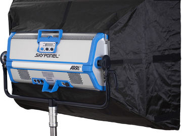 Rent: ARRI S60-C SkyPanel with chimera and remote