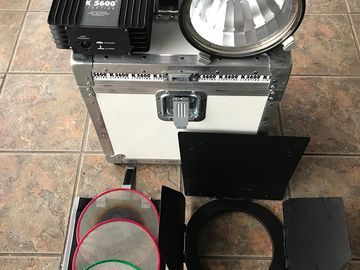 Rent: 800W Joker Bug Zoom Light Kit (110-240)