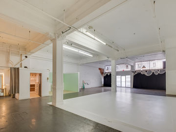 Rent: Photo Studio, Film Studio & Event Space w/ Large Cyc