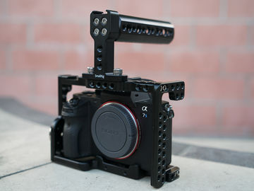 Rent: Sony Alpha a7S II + Cage