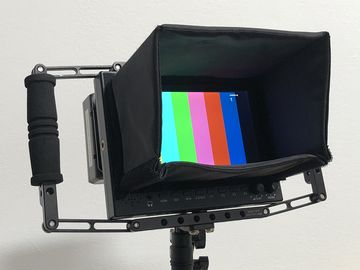 Rent: 7 inch Director's monitor with cage and battery option