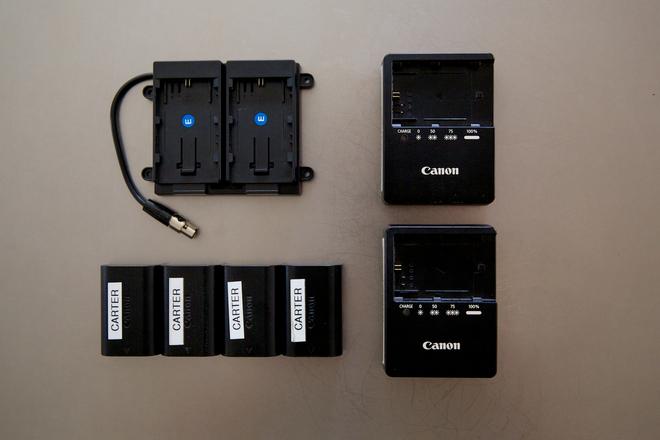 TV Logic 5.6 CANON LP-E6 BRACKET + CHARGERS + BATTERIES SET