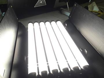 Rent: 2' Kinoflo 6 bank with Quasar Science Crossfade Bulbs