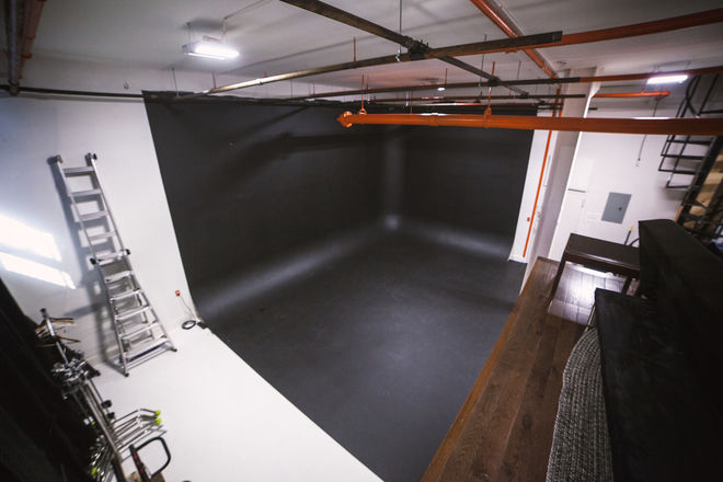 Corner Cyc Studio - FULL DAY Rental