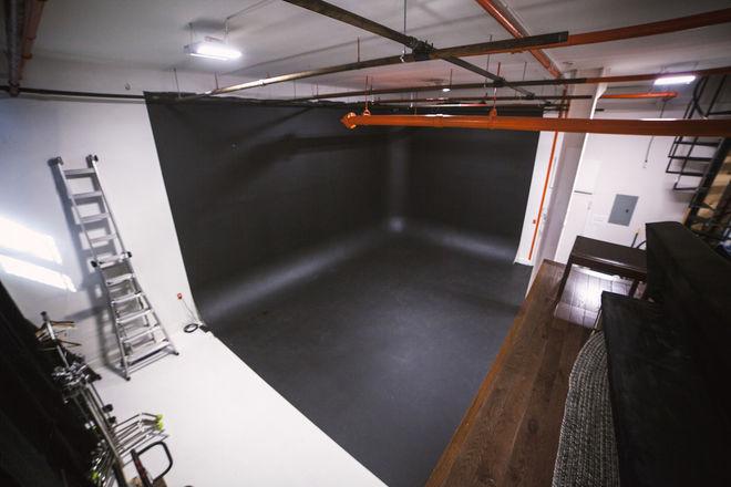 Corner Cyc Studio - FULL DAY Rental