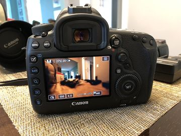 Rent: Canon EOS 5D Mark IV with Extras