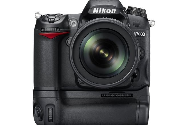 Nikon D7000 DSLR Body with Battery Grip
