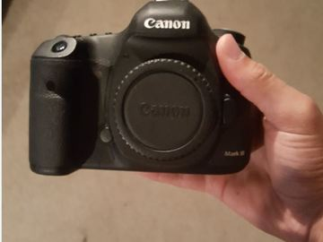 Rent: Canon 5D Mark III w/ cards and batteries