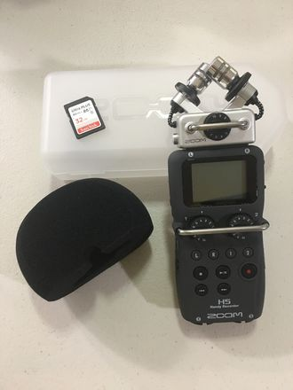 Zoom H5 Recorder with 32GB card and batteries