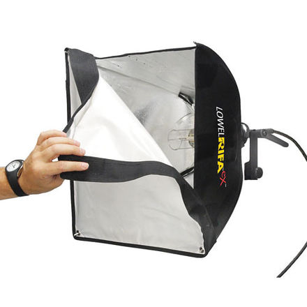2 piece Rifa lighting kit, comes with stands and extensions