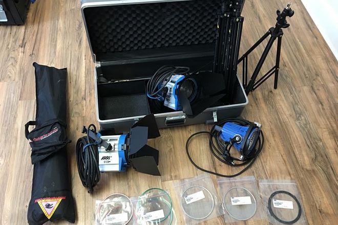 ARRI 3 light kit 1 x 750+ and 2 x 650W Fresnel