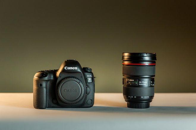 Canon 5D Mark IV + 1 Lens