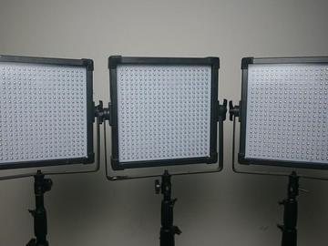 Rent: 3 - DAYLIGHT 1x1 LED panels