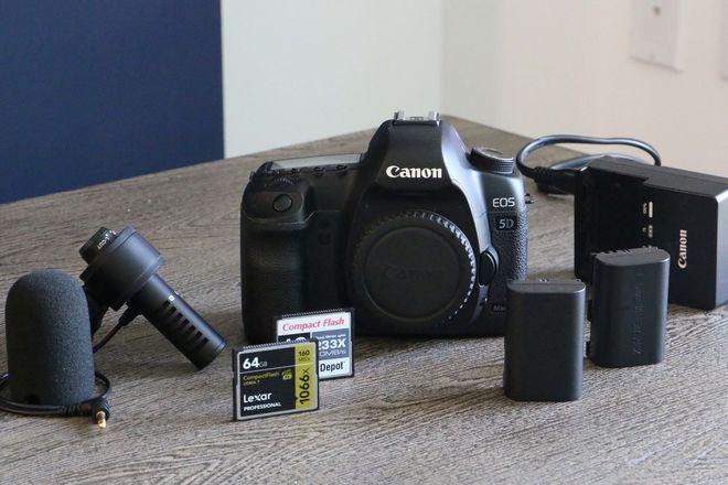 Canon EOS 5D Mark II - CAMERA BODY
