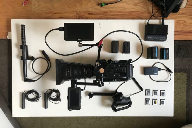 Sony FS7 (6 Cards, Batteries, Shotgun Mic and SmartGrip)