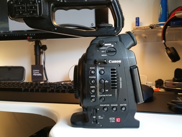 Canon EOS C100 and 6 batteries, Charger, 2x64GB SD cards