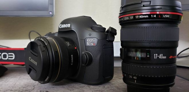 Canon EOS 5DS R [ 50mm + 17-40mm ] + Batteries + Memory
