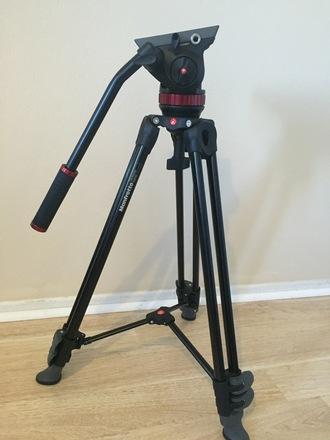 Manfrotto MVT502AM tripod legs w/ 502HD fluid head
