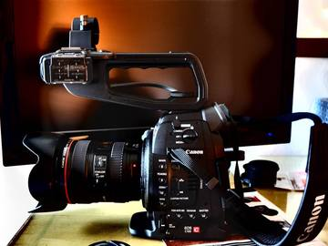 Canon C100 Digital Cinema Camera
