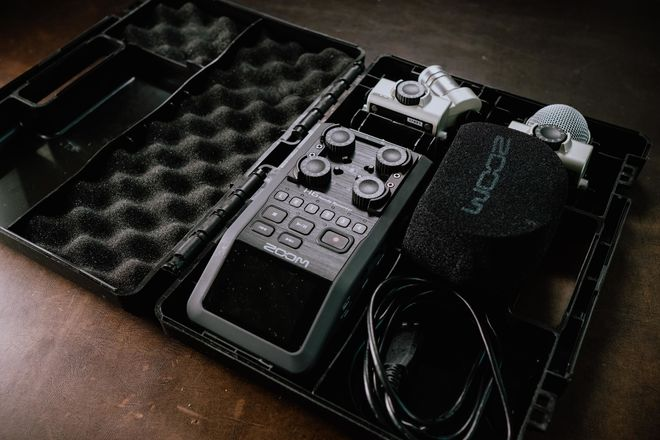 Rent A Zoom H6 Handy Recorder With Case Best Prices Sharegrid