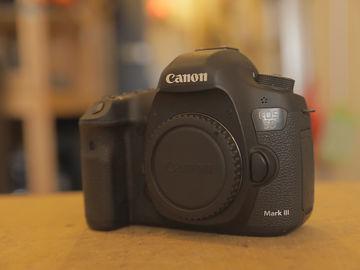 Canon EOS 5D Mark IV (NO LENS)