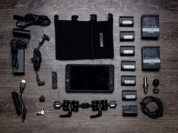 SmallHD 702 Bright 7-inch Field Monitor KIT