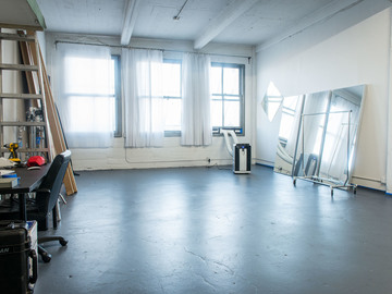 Rent: Profoto gear included in rental 700 sqft Studio in DTLA
