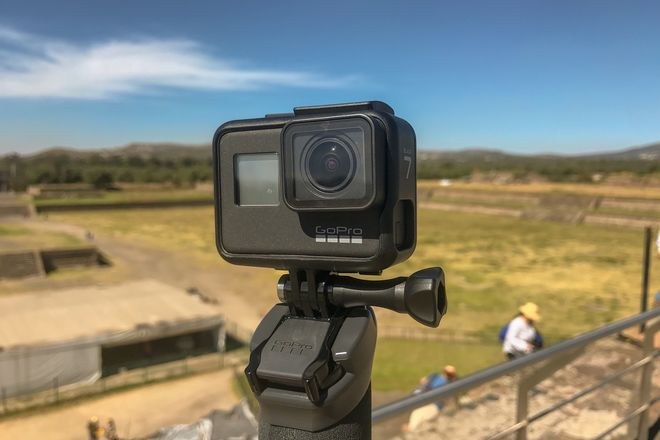 GoPro Hero 7 Black w/ 2x batteries 2x 64 GB SD cards