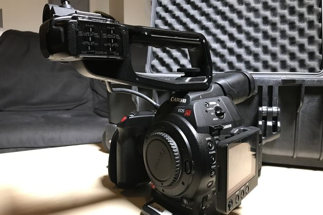 Canon EOS C100 Mark II (Body Only), 2 Batteries, 2 SD 64GB