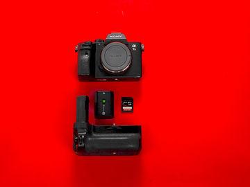 Sony A7 III (Body + Battery Grip + 64GB SD card)
