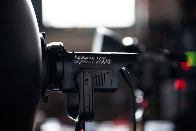 Aputure C120d Daylight LED Light Kit V-Mount 120