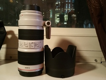 Canon 70-200 mm / Small HD AC7 Monitor kit.