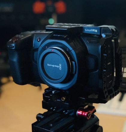 Blackmagic Design Pocket 4K w/ Cage, 3x Batteries
