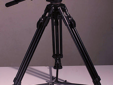 Canon T2i, 17-55mm f/2.8 lens and Manfrotto 503 kit