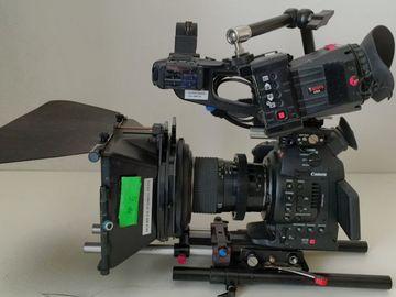 Canon C100 Cinema Camera Kit / tripod /Mic /Lens
