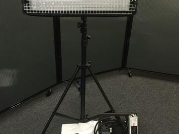 Rent: CUSH Light 1 BI-color w/  Light Stand and Sand Bag