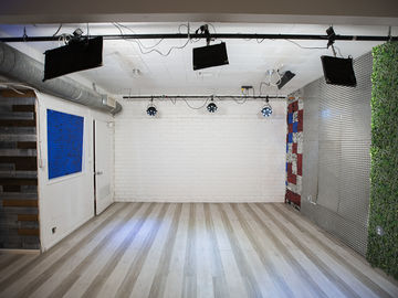 Rent: Creative shooting space / Photo Shoot Studio in Hollywood