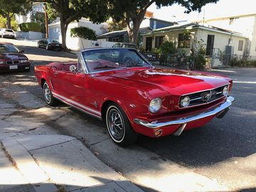 Rent: 1965 Ford Mustang V8