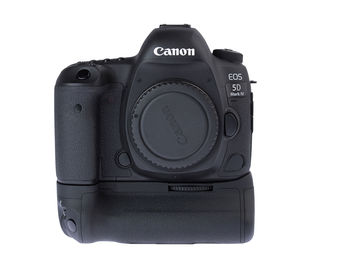 Rent: Canon EOS 5D Mark IV, Grip, 4 Batteries, 3x 32GB CF Cards