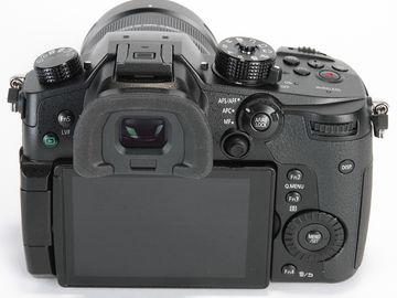 Panasonic Lumix DC-GH5 Digital Camera + 0.71x Speedbooster