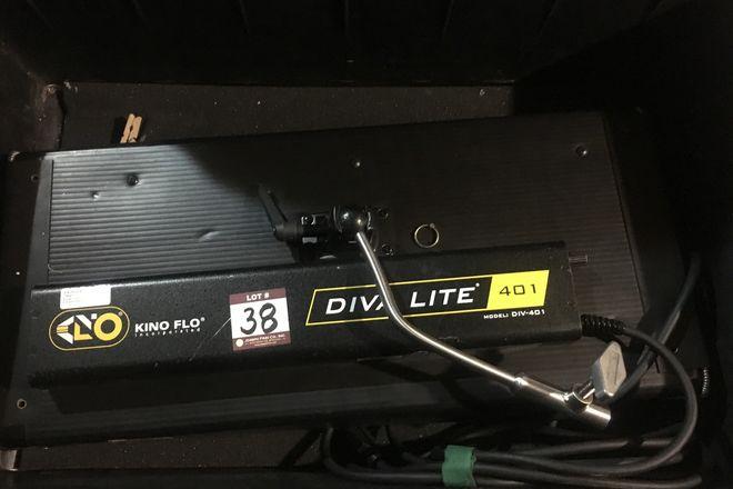 Kino Flo Diva-Lite 401 Kit with extra tubes