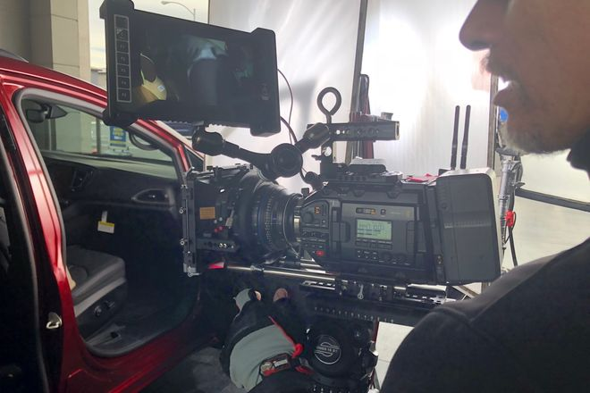 Blackmagic MiniPRO4.6k EF/PL mattbox, monitor,Sachler tripod