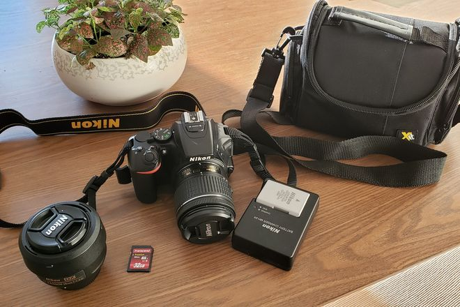 Nikon D5500 with 2 lenses and case