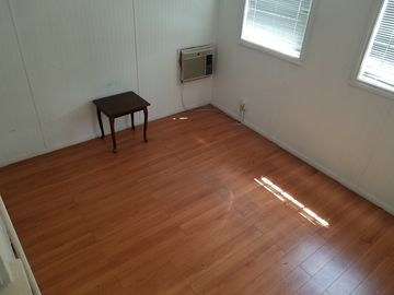Rent: Intimate Studio Space