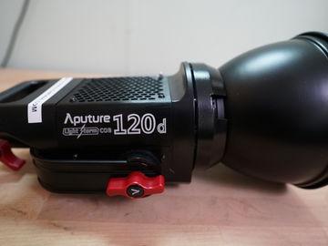Aputure Light Storm LS 120 d Daylight LED Light Kit with V-M