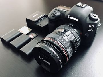 Canon 5D Mark IV + 24-105mm IS f/4L Package